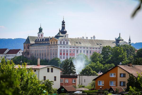 Rynek w miasteczku Broumov w Czeskiej Republice