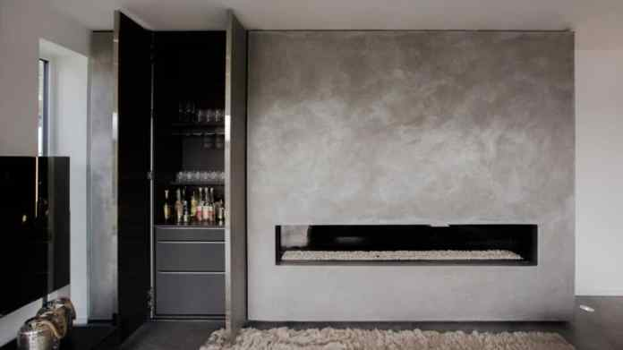 """The two managing directors still remember the challenge, one """"Chimney bar"""" to design and to harmonize both visually and in terms of fire protection.  There are (almost) always special solutions.  (Photo: Hammer Margrander)"""