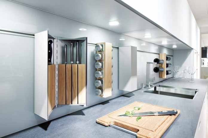 Storage space tips for the kitchen to retrofit: Modular rear wall systems work with a rail, shelves, hooks, etc. - so the rear wall can not only be designed to look good, but also small items can be easily stowed away.  (Photo: next125 cube)