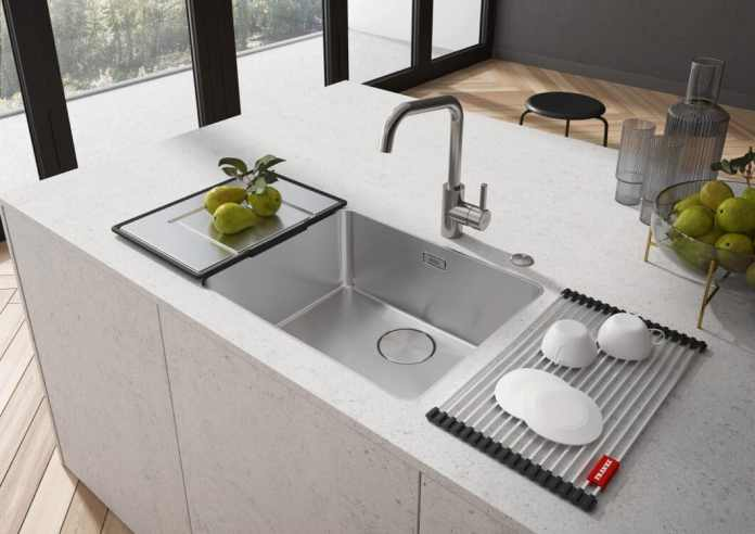 "The new sink of the ""myth""Series from Franke have a uniquely filigree design and a highly precise frame - at 6 mm, it is currently the narrowest pool edge on the market.  (Photo: Franke)"