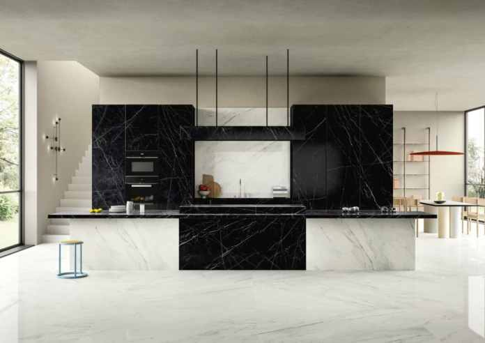 """Even the series """"Dark Marquina"""" from SapienStone exuded the impressive sheen of marble.  But: the surfaces are made of ceramic.  (Photo: SapienStone)"""