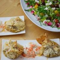 Kichererbsentaschen mit griechischem Salat