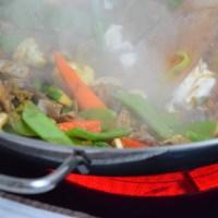 Scharfes Rindfleisch mit Gemüse aus dem Wok