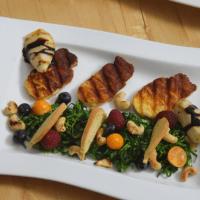 Zartbitterer Mangold-Salat mit Haloumi