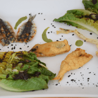 Sardinen mit gegrillten Romanasalatherzen und Estragon-Jus