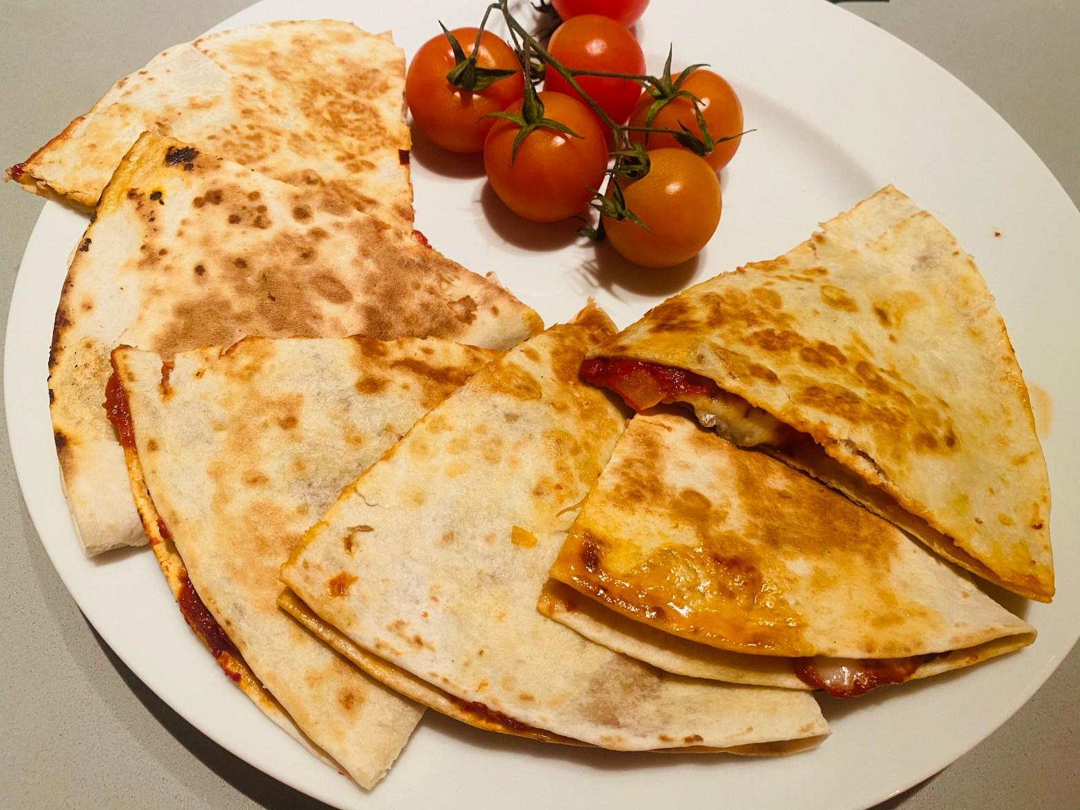 Toritlla Snack mit Tomatenmark, Paprika und Mozzarella