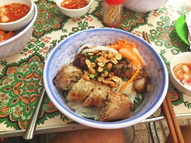 Für wenig Geld maximal leckeres Essen gibt es in Straßenrestos.