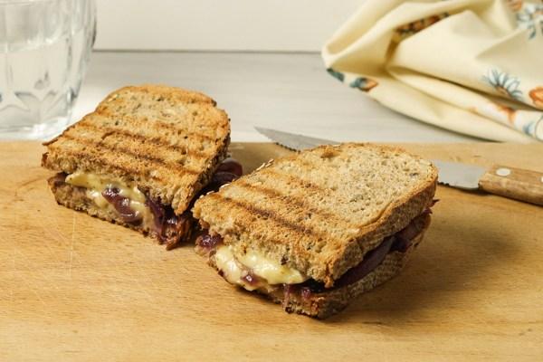 Sendvič sa kamemberom / Camembert Sandwiches