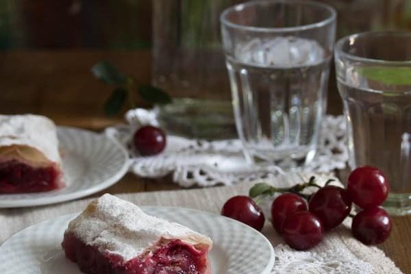 Pita sa višnjama (marelama) / Sour cherries pie
