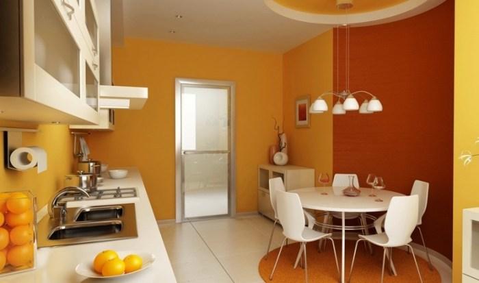 Оранжевая кухня со стеклянным столом из матированного белого стекла