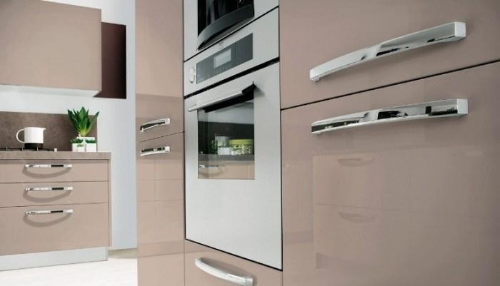 Кухонные шкафы с ручками-рейлингами