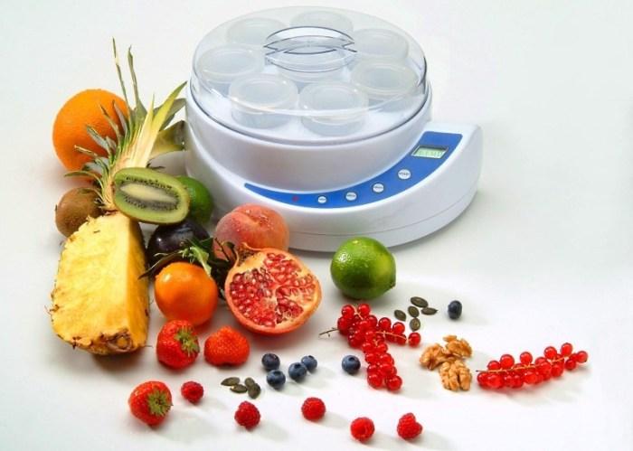 Йогуртница и фрукты