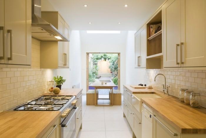 Большая кухня с двухрядной планировкой