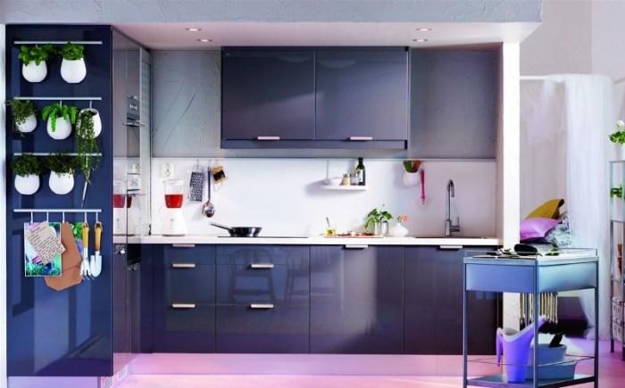 Модная кухня фиолетового цвета