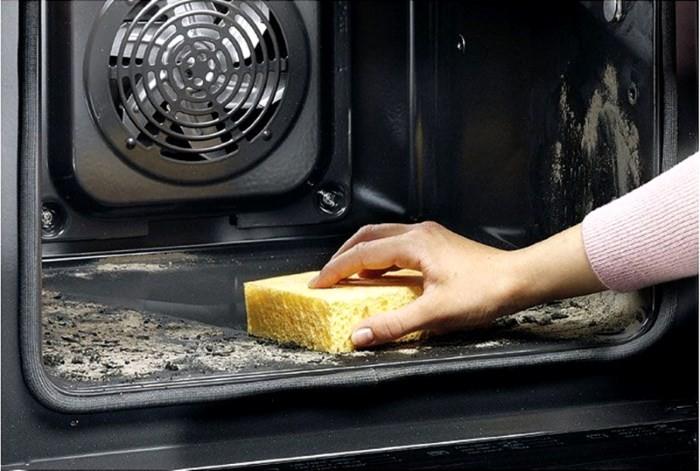 Удаление пепла после пиролитической очистки духовки