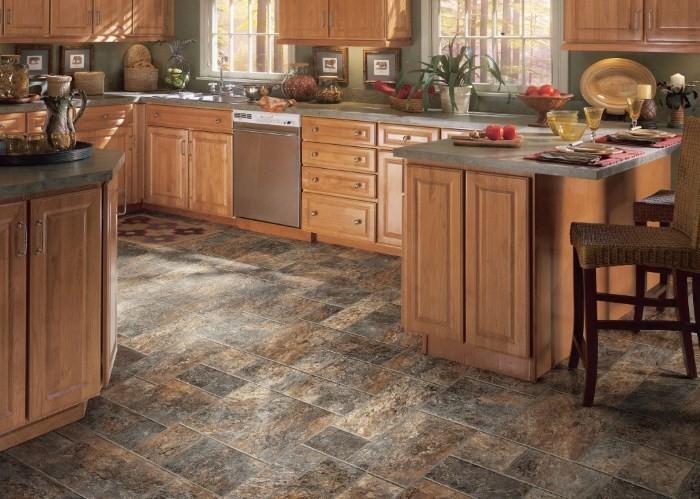 Керамический пол на кухне