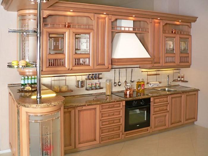 Кухня классика в персиковом цвете