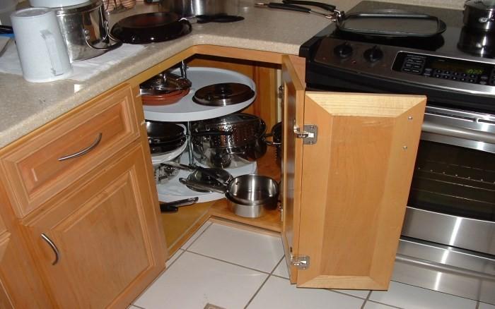 Угловой кухонный шкаф