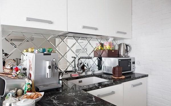 Зеркальный кухонный фартук