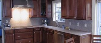 Атмосфера коричневых кухонь в сочетании с другими оттенками