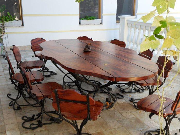 Красивый кованый стол