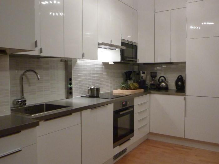 Белая глянцевая кухня ИКЕА