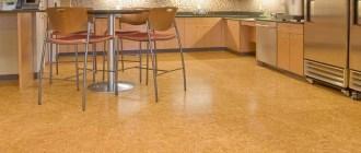 Достойный материал для кухонного пола: особенности пробковых покрытий