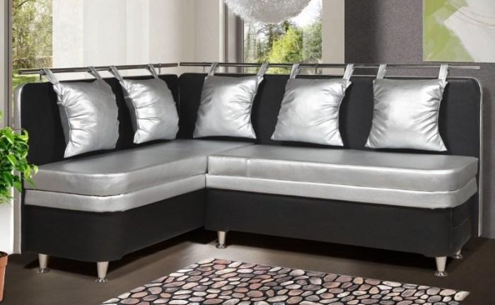 Уголок с подушками