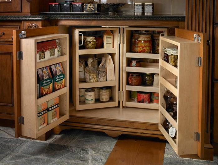 Распашной шкаф на кухне