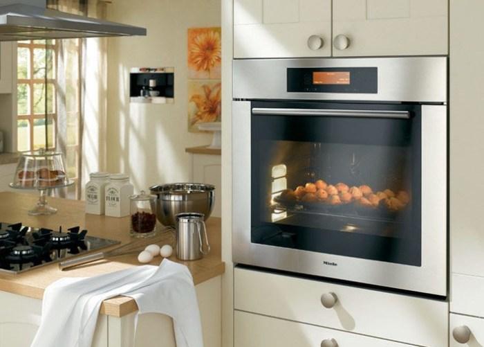 Встроенная духовка на кухне