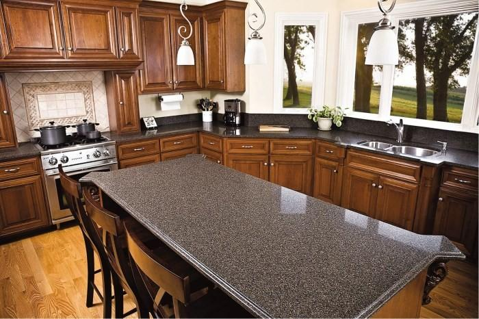 Кухонный стол из агломерата