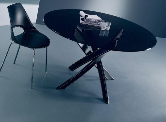 Овальный стол на металлическом каркасе