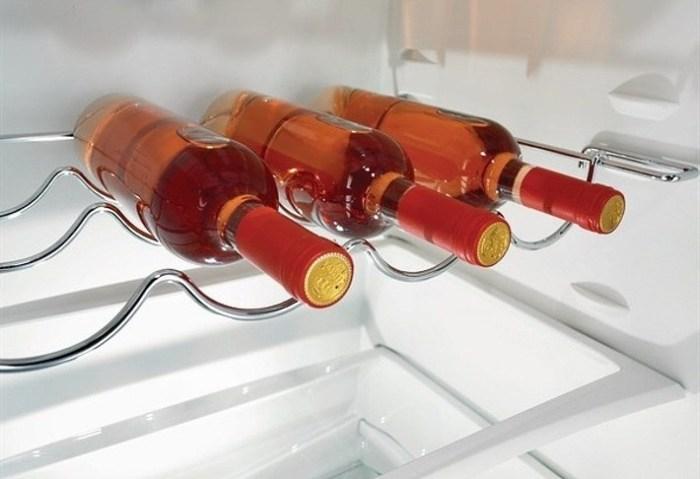 Полка для бутылок в холодильнике