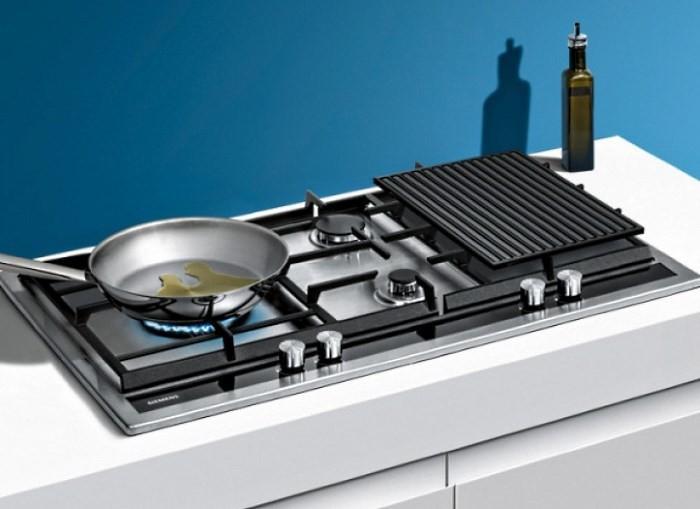 Встроенная плита с решеткой для посуды