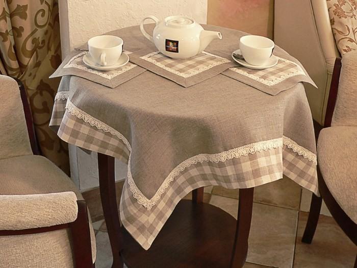 Скатерть на круглом столе