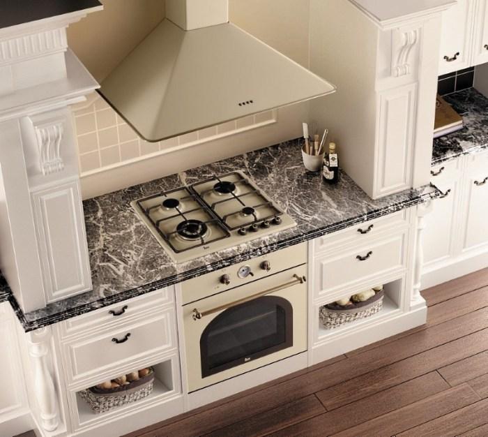 Большая кухонная вытяжка