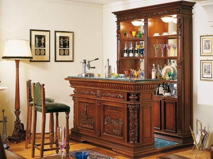 Деревянная барная стойка в классическом стиле