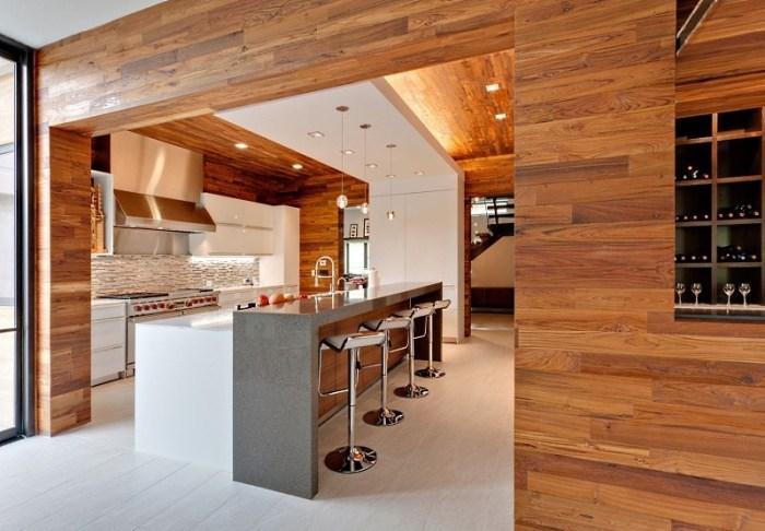 Деревянные стеновые панели на кухне
