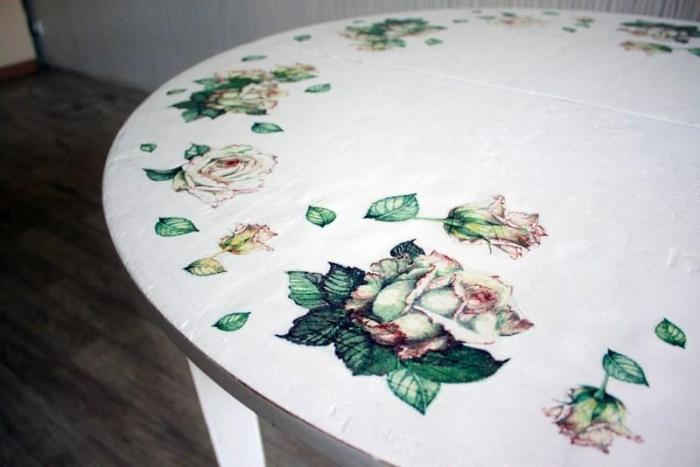 stol-v-tehnike-dekupazh Декупаж старого стола своими руками