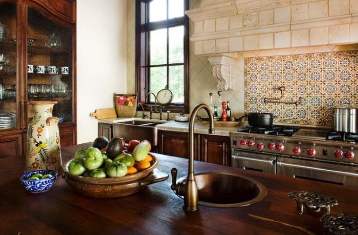 фартук на кухне в средиземноморском стиле