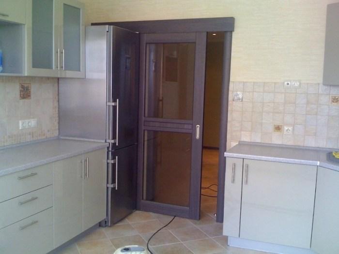 Дверь кухни в панельном доме