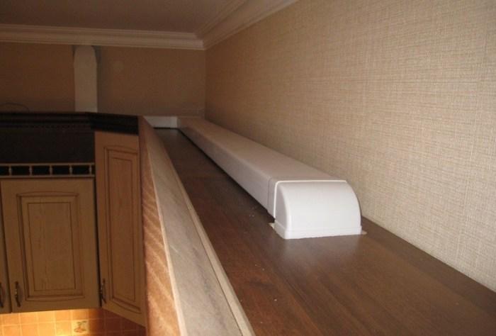Вентиляционный короб на кухне сверху шкафов