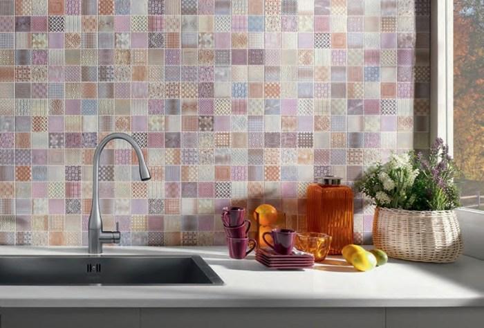 Мозаика из маленькой плитки