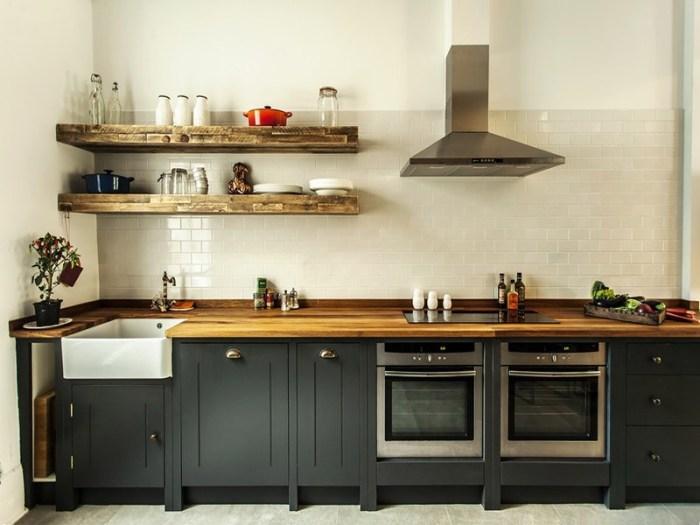 Полки на кухне из массива дерева