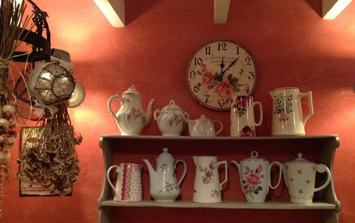 Часы на кухне в стиле прованс