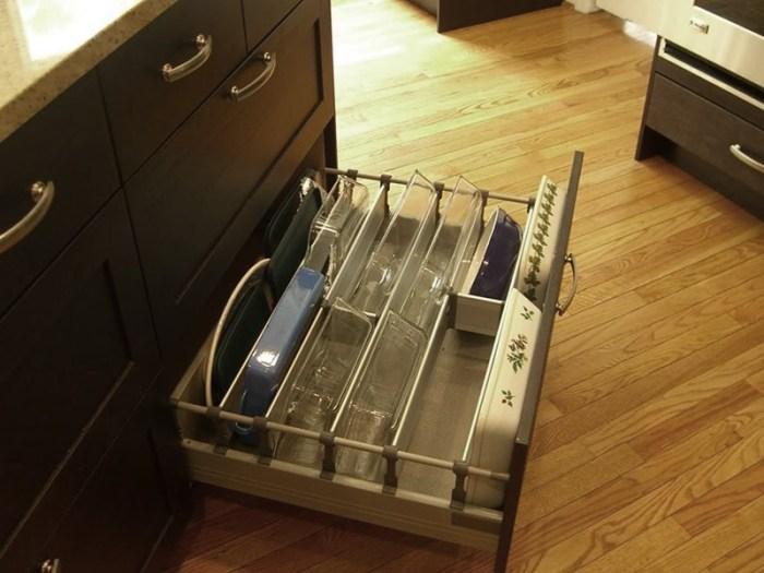 Хранение форм для запекания на кухне