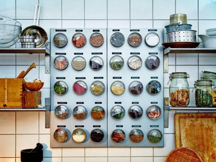 Хранение специй на магнитной стене