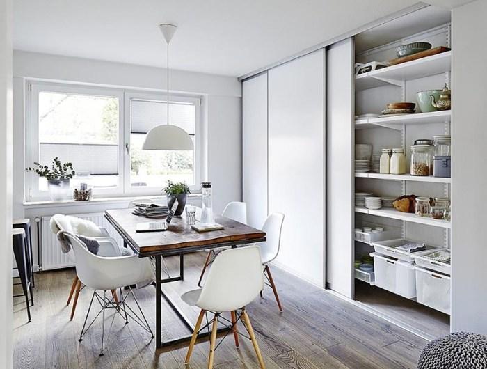 Кладовка на кухне с откатными дверями