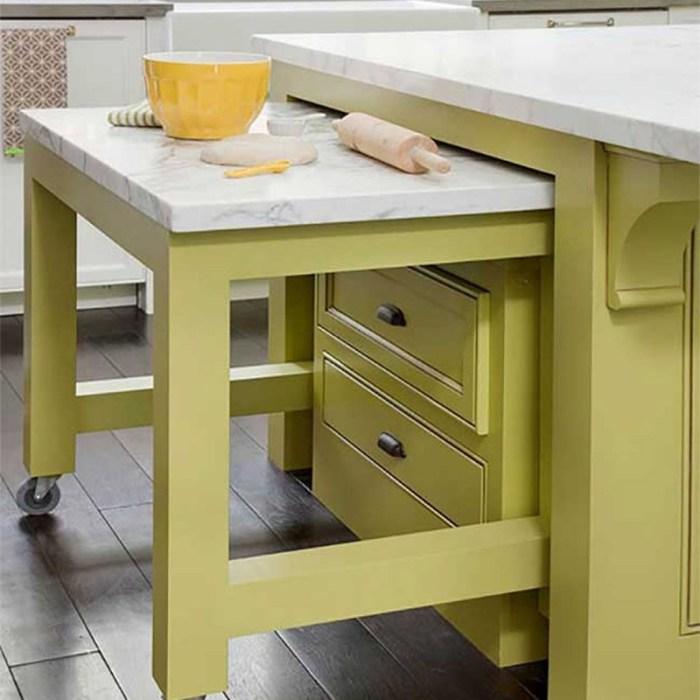 Выкатной стол на кухне экономия места