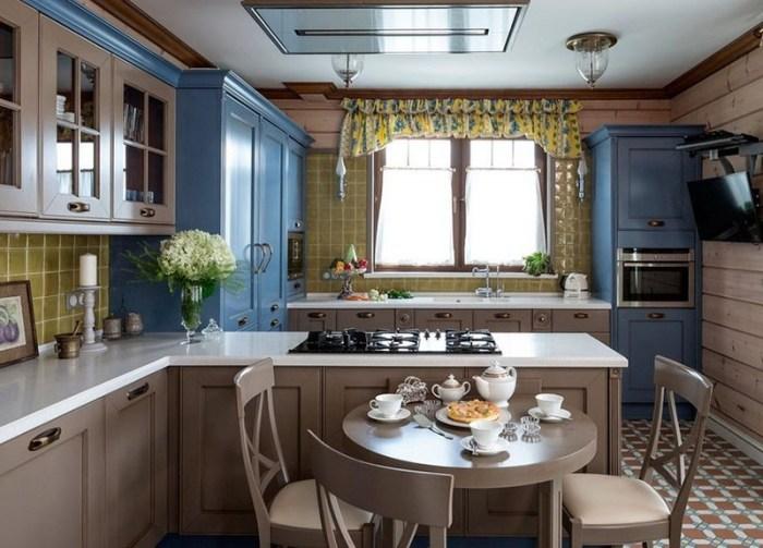 Голубой и бежевый цвет в кухонном пространстве